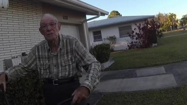 Video: la sorpresa que le hicieron dos policías a un hombre de 80 años, luego de que le robaran su bicicleta