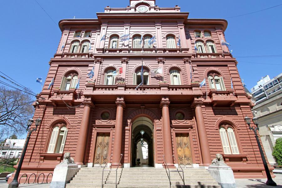Piden informes a la Municipalidad por la compra de 340.000 budines para las fiestas
