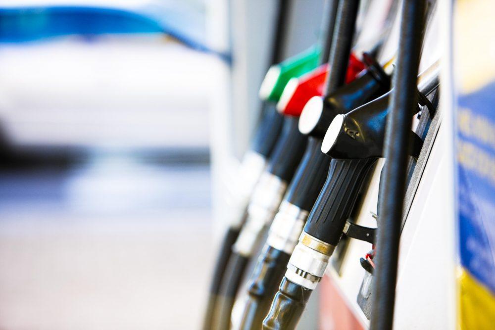 Otro golpe al bolsillo: los combustibles subirían un 3% en marzo
