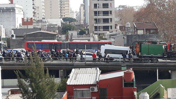 Al menos 25 heridos por un choque múltiple en la Autopista 25 de Mayo