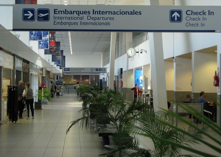 Zona comercial AIR Rosario: En su planta baja quedan solo dos locales en pie
