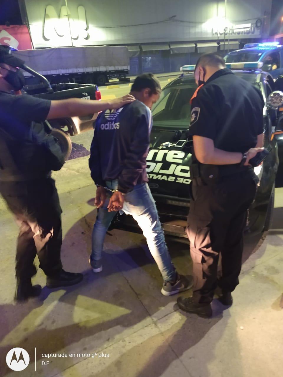 Detienen a joven de 16 años por robar elementos de electrónica en plena peatonal santafesina