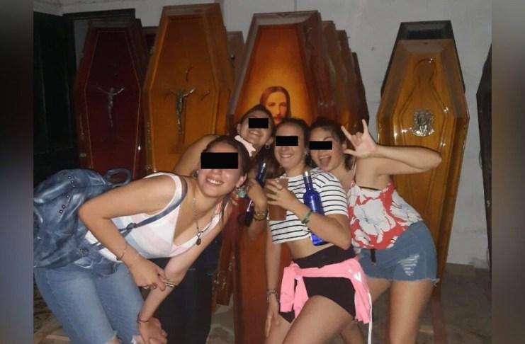Polémica e indignación por las fotos de la fiesta clandestina en un cementerio