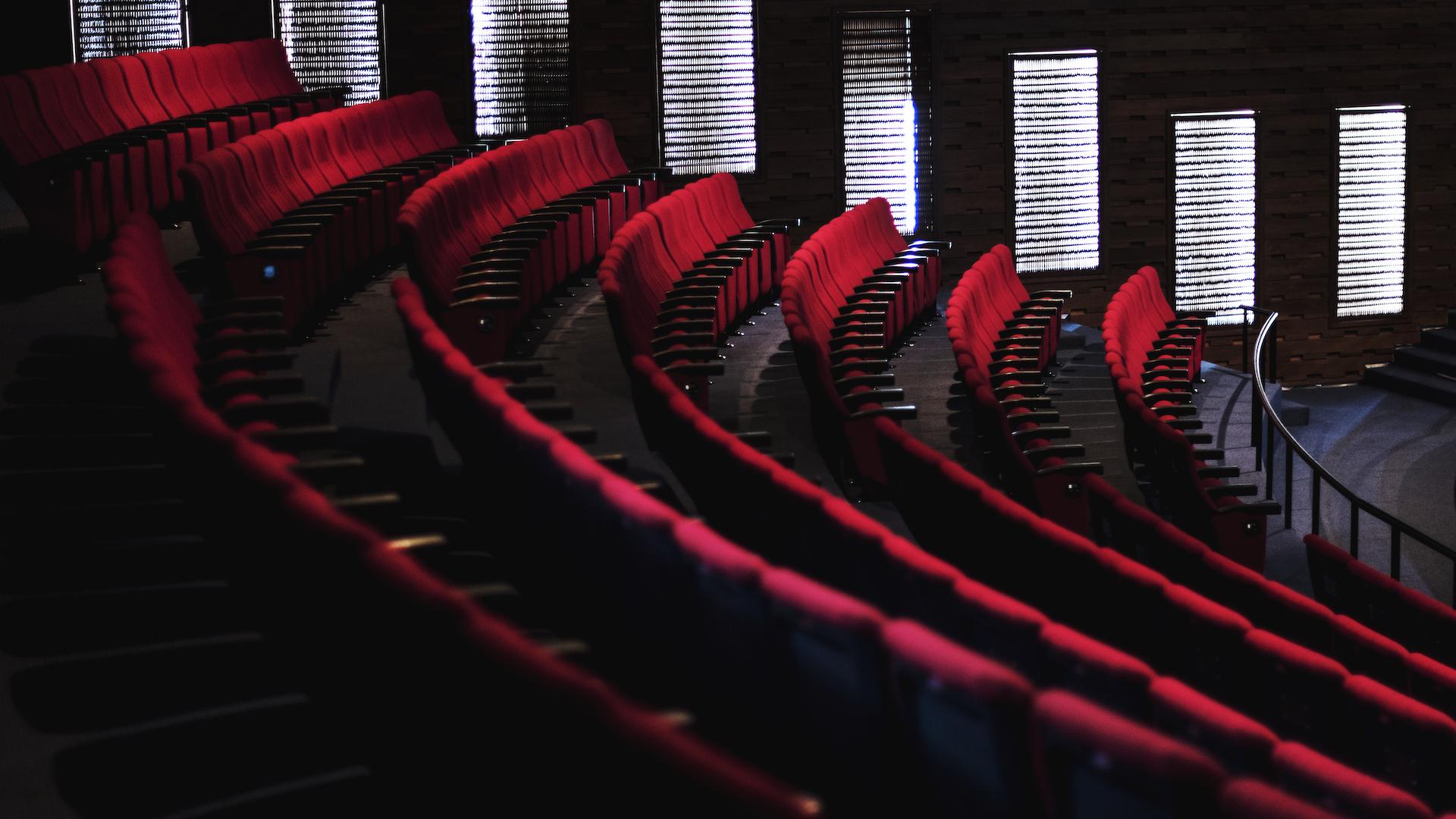 ¿hay-que-sacar-permiso-de-circulacion-para-ir-al-cine-a-ver-peliculas-que-terminan-pasada-la-medianoche?