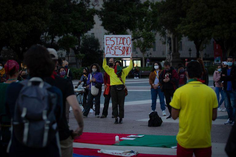 unas-cincuenta-personas-se-concentran-en-barcelona-en-solidaridad-con-colombia