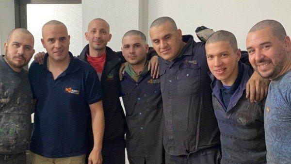 empleados-de-una-fabrica-se-raparon-para-mostrarle-su-apoyo-a-un-companero-que-recibe-quimioterapia-en-rosario