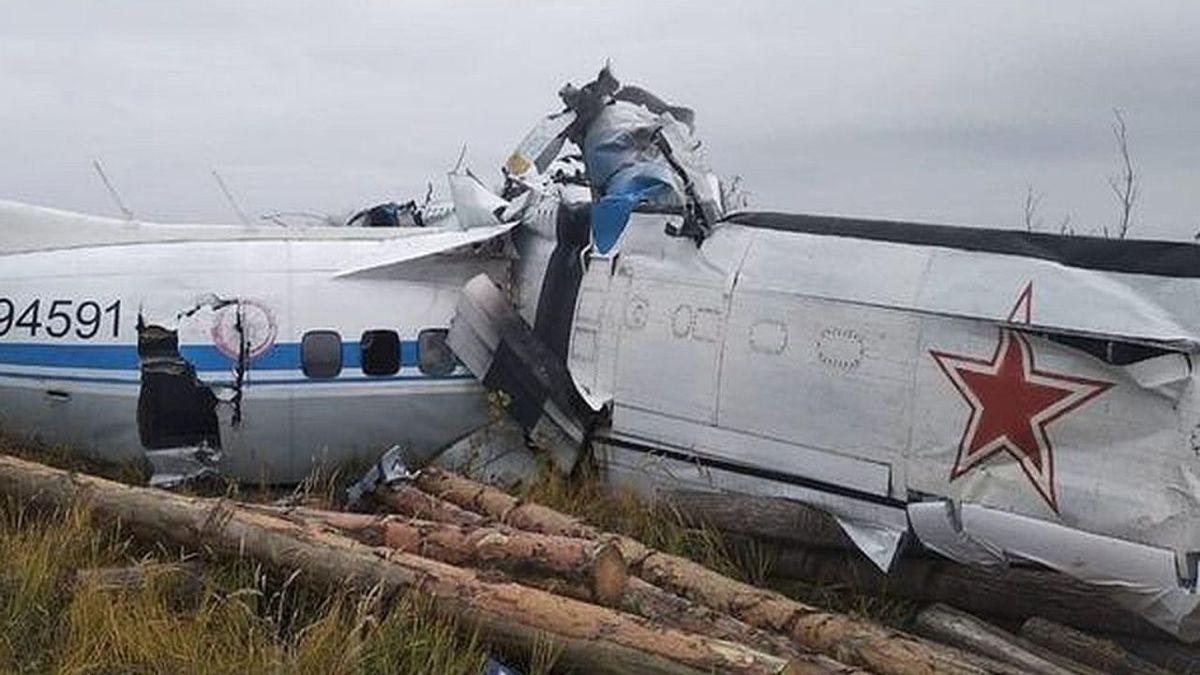 al-menos-dieciseis-muertos-al-estrellarse-un-avion-en-rusia