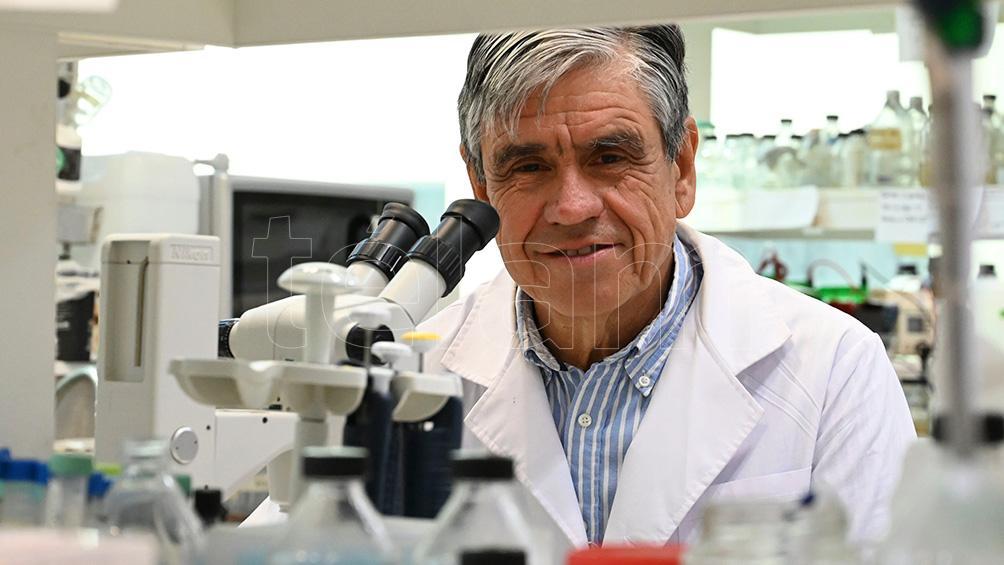 el-doctor-diego-de-mendoza-recibio-el-premio-bunge-y-born-por-su-trabajo-en-microbiologia
